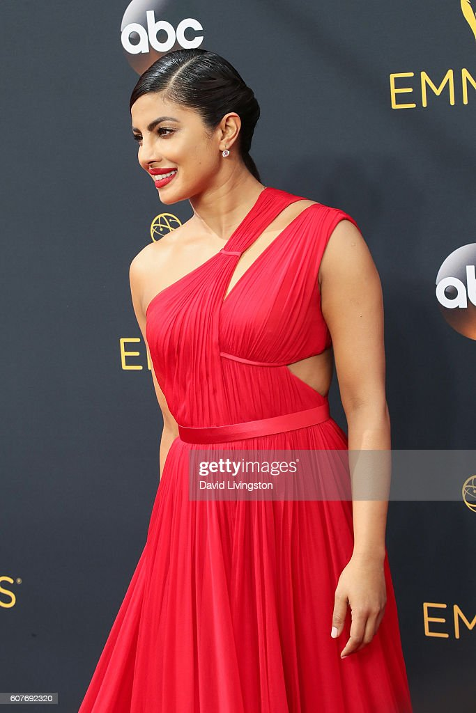 68th Annual Primetime Emmy Awards - Arrivals : ニュース写真