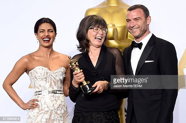 Actress Priyanka Chopra editor Margaret Sixel winner of the Best Film Editing award for 'Mad Max Fury Road' and actor Liev Schreiber pose in the...