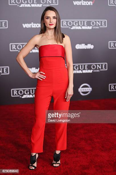 Actress Rachael Leigh Cook arrives at the premiere of Walt Disney Pictures and Lucasfilm's Rogue One A Star Wars Story at the Pantages Theatre on...