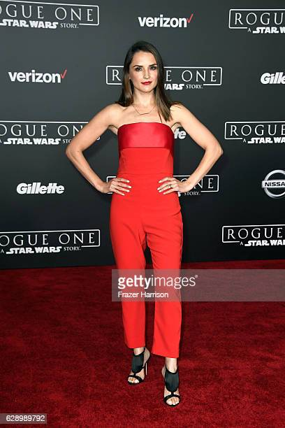 Actress Rachael Leigh Cook attends the premiere of Walt Disney Pictures and Lucasfilm's Rogue One A Star Wars Story at the Pantages Theatre on...