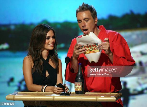 Actress Rachel Bilson and Actor Dax Shepard present the Choice Music RB/Hip Hop Track award onstage at the 8th Annual Teen Choice Awards at the...