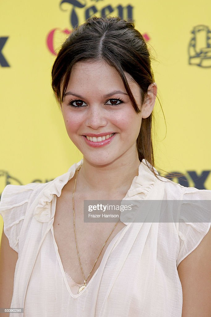 Actress Rachel Bilson arrives at the 2005 Teen Choice Awards held at Gibson Amphitheatre at Universal CityWalk on August 14, 2005 in Universal City, California.
