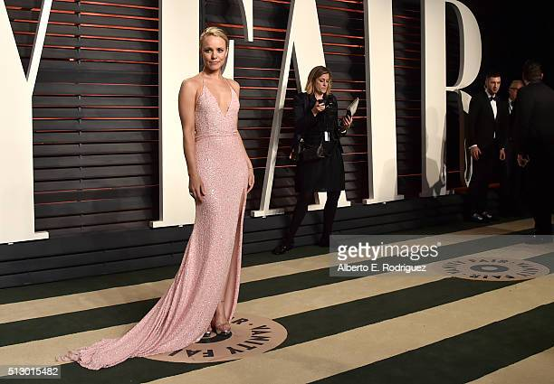 Actress Rachel McAdams attends the 2016 Vanity Fair Oscar Party hosted By Graydon Carter at Wallis Annenberg Center for the Performing Arts on...