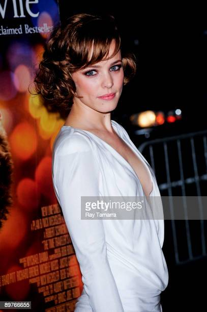 Actress Rachel McAdams attends the premiere of 'The Time Traveler's Wife' at the Ziegfeld Theatre on August 12 2009 in New York City