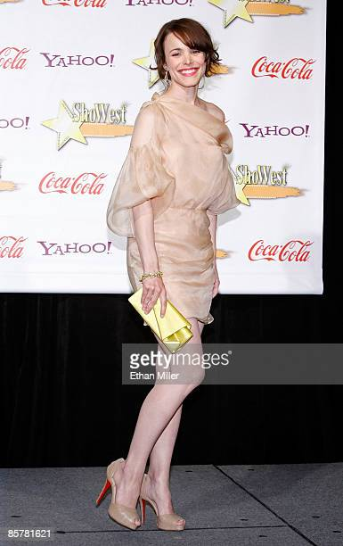 Actress Rachel McAdams, recipient of the Female Star of the Year Award, recipient of the Award, arrives at the ShoWest awards ceremony at the Paris...