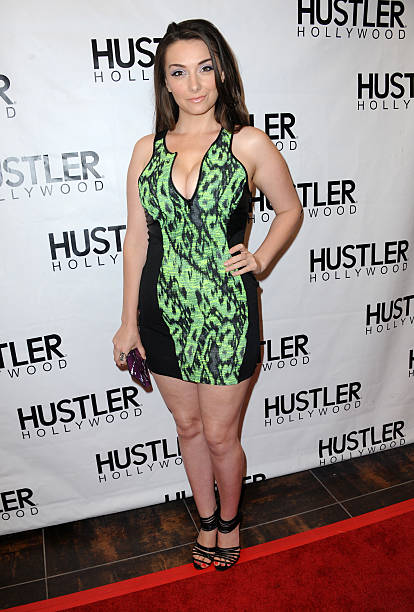 Www hustler hollywood com-1028