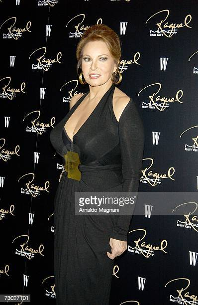 Actress Raquel Welch arrives for a dinner honoring her hosted by MAC Cosmetics at Gilt January 17 2007 in New York City