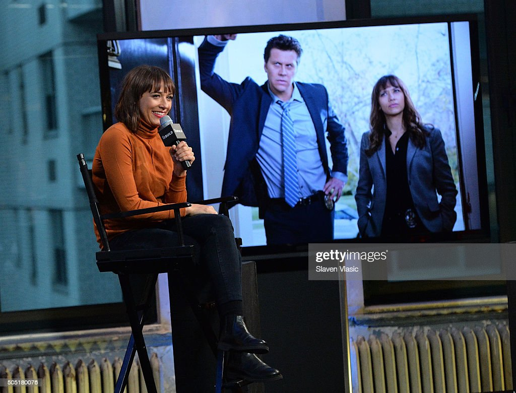 "AOL Build Speaker Series - Rashida Jones, ""Angie Tribeca"" : Nachrichtenfoto"