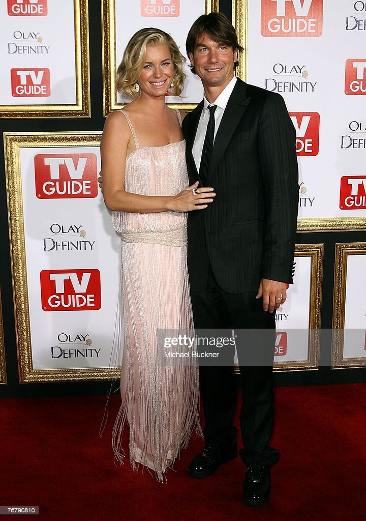 Actress Rebecca Romijn (L) and husband actor Jerry O'Connell arrives at TV Guide's 5th Annual Emmy Party September 16, 2007 in Los Angeles, California.