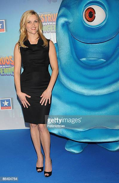 Actress Reese Witherspoon arrives at the Monsters vs Aliens premiere at Kinepolis Cinema on March 12 2009 in Madrid Spain