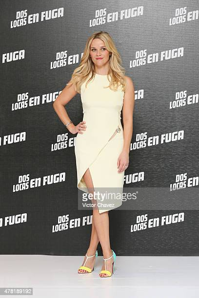 """Actress Reese Witherspoon attends a photocall to promote her new film """"Hot Pursuit"""" at St. Regis Hotel on June 23, 2015 in Mexico City, Mexico."""