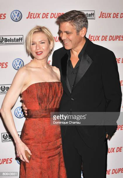 Actress Renee Zellweger and actor George Clooney attend the premiere of Leatherheads on April 11 2008 in Paris France