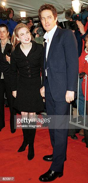 """Actress Renee Zellweger and actor Hugh Grant attend the premiere of """"Bridget Jone's Diary"""" April 2, 2001 in New York City."""