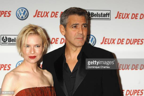 Actress Renee Zellweger and director/actor George Clooney attend the premiere of 'Leatherheads' on April 11 2008 in Paris France