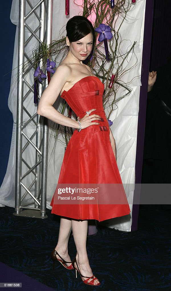 Actress Renee Zellweger arrives at the premiere of ...
