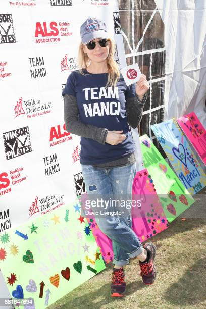 Actress Renee Zellweger attends Nanci Ryder's Team Nanci at the 15th Annual LA County Walk to Defeat ALS at the Exposition Park on October 15 2017 in...