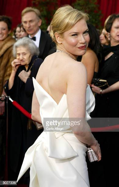 Actress Renee Zellweger attends the 76th Annual Academy Awards at the Kodak Theater on February 29, 2004 in Hollywood, California.