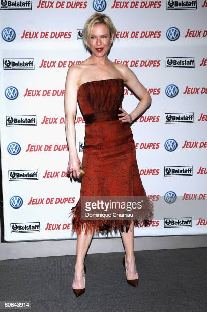 Actress Renee Zellweger attends the premiere of Leatherheads on April 11 2008 in Paris France
