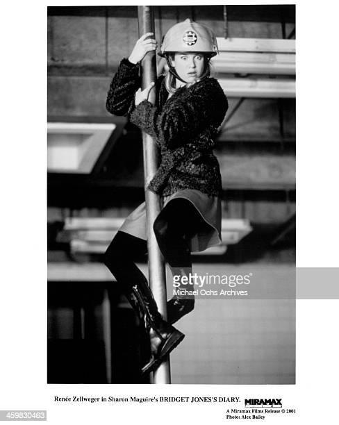 "Actress Renee Zellweger on set of the movie ""Bridget Jones's Diary"" , circa 2001."