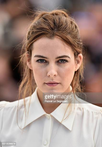 Actress Riley Keough attends the American Honey photocall during the 69th annual Cannes Film Festival at the Palais des Festivals on May 15 2016 in...