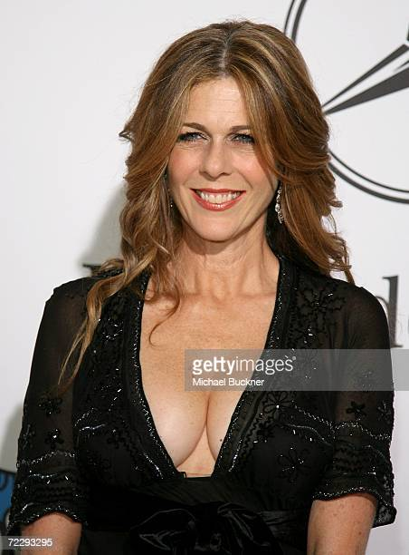 Actress Rita Wilson arrives at the 17th Annual MercedesBenz Carousel of Hope Ball at the Beverly Hilton Hotel on October 28 2006 in Beverly Hills...