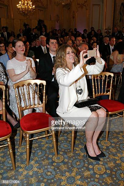 Actress Rita Wilson her children Truman Theodore Hanks and Tom's daughter Elizabeth Ann attend Tom Hanks Tom Brokaw Gordon Nick Mueller receive the...