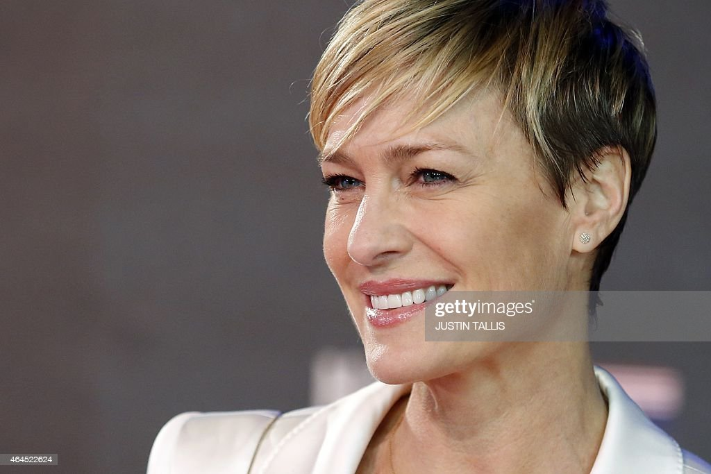 Us Actress Robin Wright Poses For Photographers On The Red Carpet