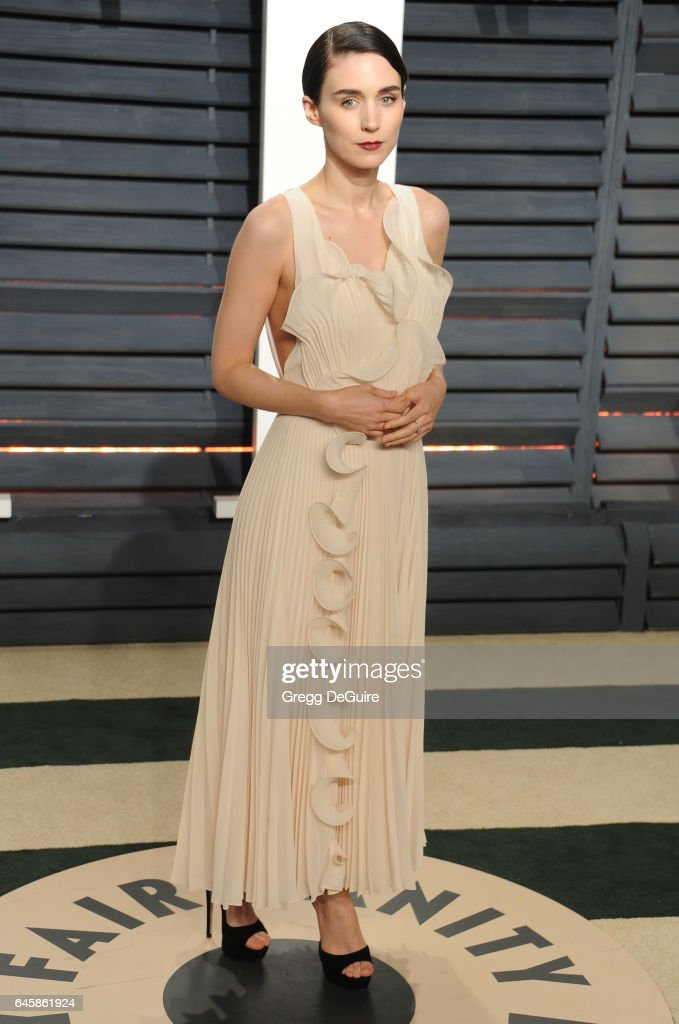 Actress Rooney Mara arrives at the 2017 Vanity Fair Oscar Party Hosted By Graydon Carter at Wallis Annenberg Center for the Performing Arts on February 26, 2017 in Beverly Hills, California.