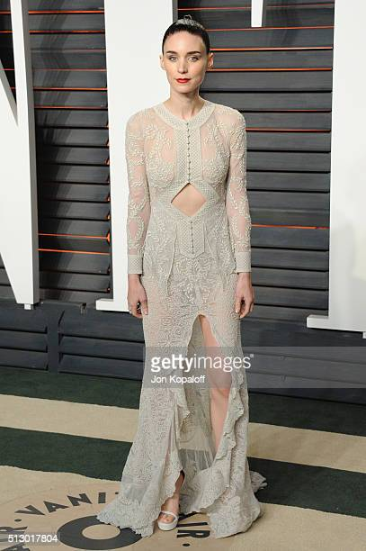 Actress Rooney Mara attends the 2016 Vanity Fair Oscar Party hosted By Graydon Carter at Wallis Annenberg Center for the Performing Arts on February...