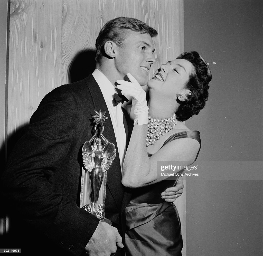 actress rosalind russell gives actor tab hunter the audie award in
