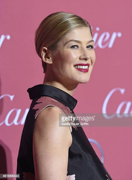 Actress Rosamund Pike arrives at the 26th Annual Palm Springs International Film Festival Awards Gala Presented By Cartier at Palm Springs Convention...