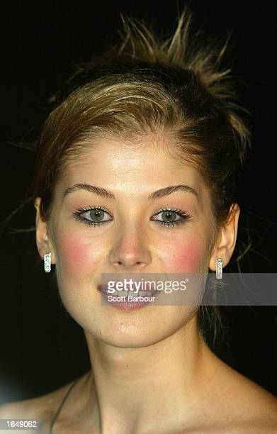 Actress Rosamund Pike arrives at the Die Another Day world premiere held at the Royal Albert Hall November 18 2002 in London United Kingdom The Lee...