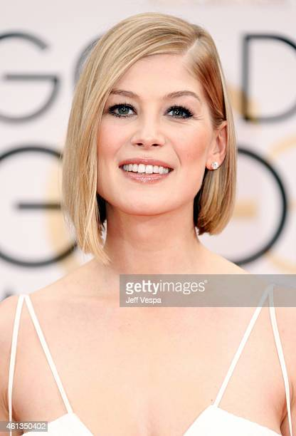 Actress Rosamund Pike attends the 72nd Annual Golden Globe Awards at The Beverly Hilton Hotel on January 11, 2015 in Beverly Hills, California.