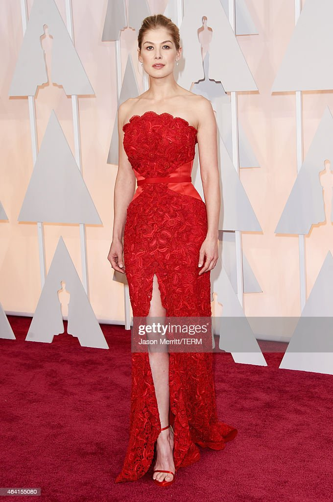 #Oscars2015: Hot Trends - Dress Slits & Red Pops