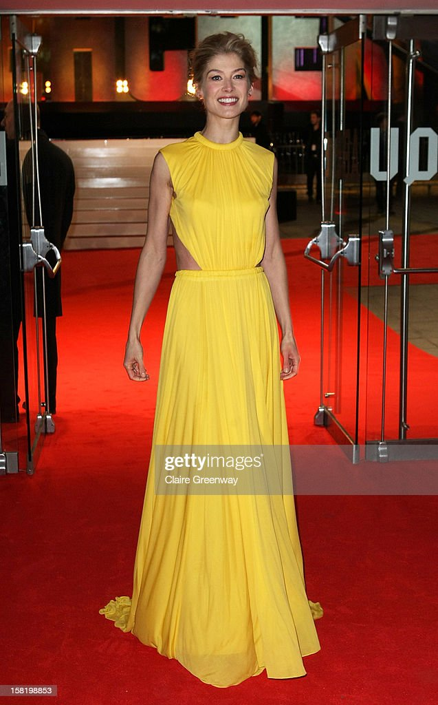 Actress Rosamund Pike attends the world premiere of 'Jack Reacher' at The Odeon Leicester Square on December 10, 2012 in London, England.