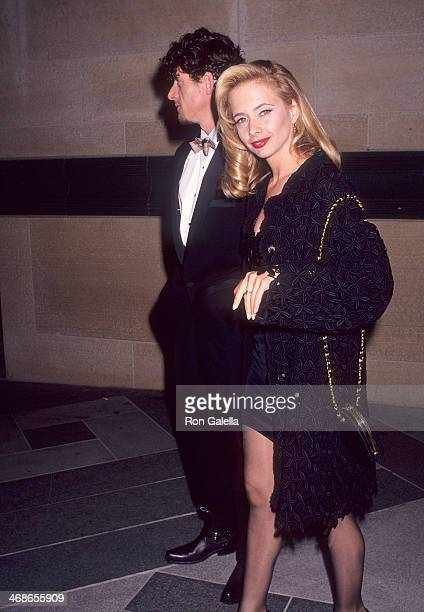 Actress Rosanna Arquette and boyfriend Paul Buchanan on the set of the film 'The Players' on July 20 1991 at the Los Angeles County Museum of Art in...