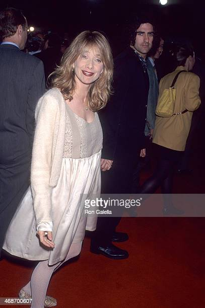 Actress Rosanna Arquette and husband John Sidel attend the French Kiss Hollywood Premiere on May 1 1995 at the Mann's Chinese Theatre in Hollywood...