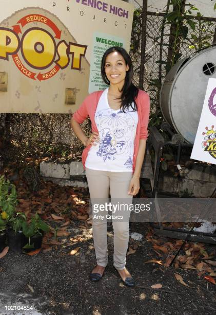 Actress Rosario Dawson attends the Environmental Media Association and Yes to Carrots Garden Luncheon at The Learning Garden at Venice High School on...