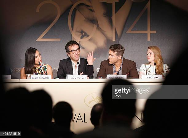 Actress Rosario Dawson director Atom Egoyan actor Ryan Reynolds and actress Mireille Enos attend the Captives press conference during the 67th Annual...