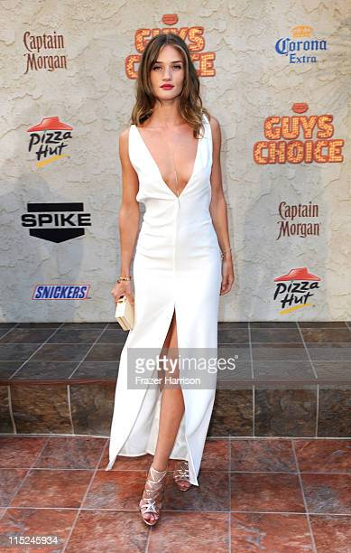 Actress Rosie HuntingtonWhiteley arrives at Spike TV's 5th annual 2011 Guys Choice Awards at Sony Pictures Studios on June 4 2011 in Culver City...