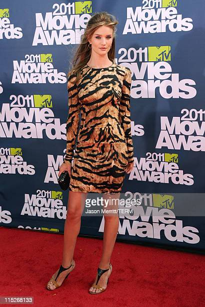 Actress Rosie Huntington-Whiteley arrives at the 2011 MTV Movie Awards at Universal Studios' Gibson Amphitheatre on June 5, 2011 in Universal City,...