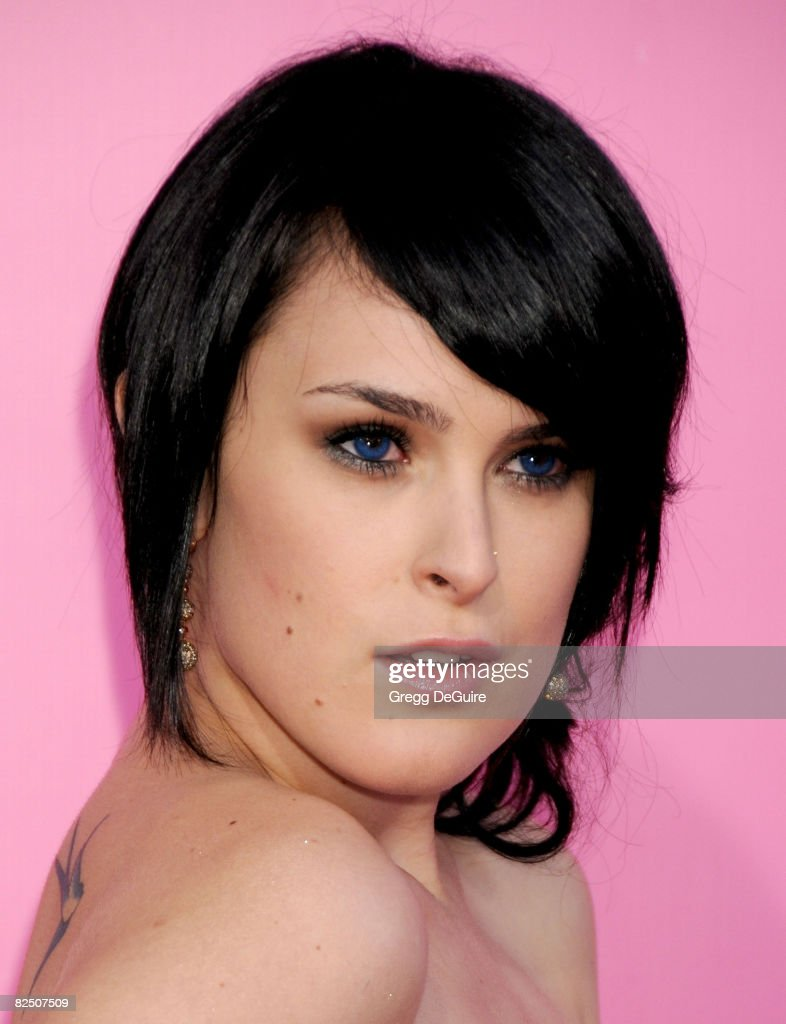 "Sony Pictures Presents the Premiere of ""The House Bunny"" - Arrivals : News Photo"