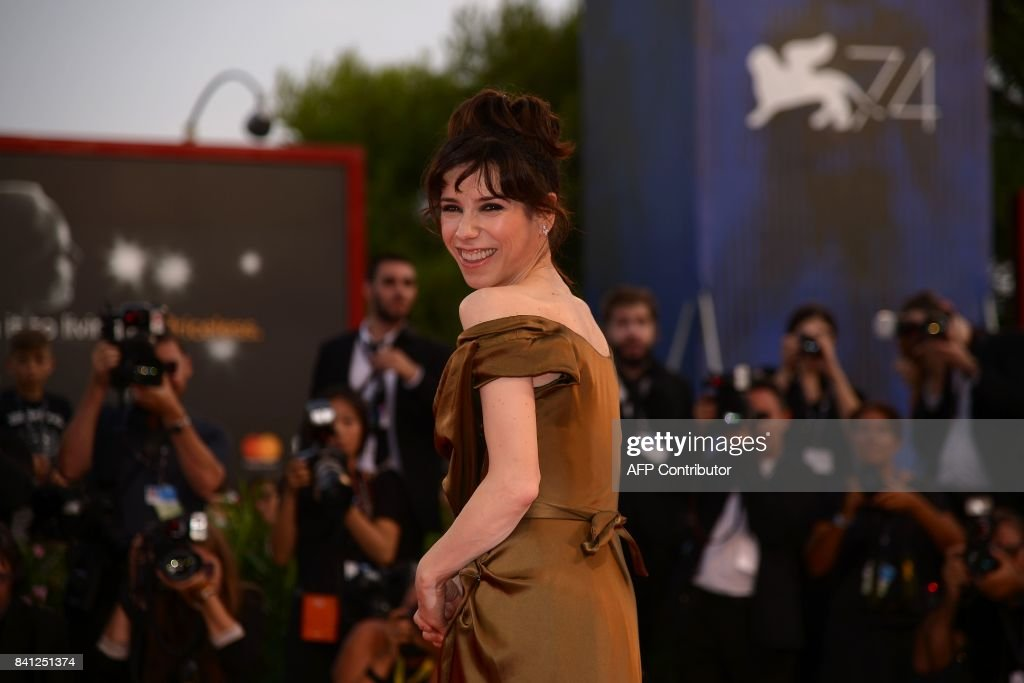 Actress Sally Hawkins arrives at the premiere of the movie 'The Shape of Water' presented in competition 'Venezia 74' at the 74th Venice Film Festival on August 31, 2017 at Venice Lido. / AFP PHOTO / Filippo MONTEFORTE