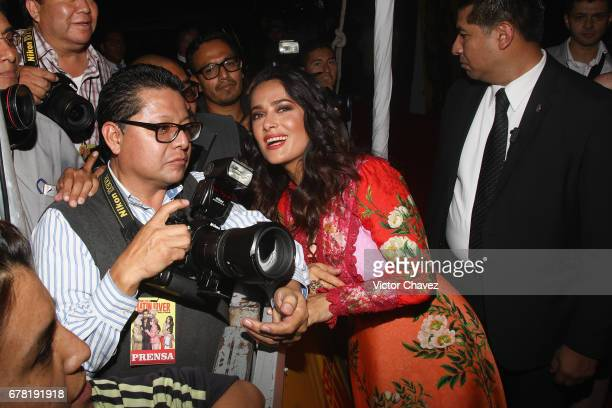 Actress Salma Hayek pose with a photographer during the 'How To Be A Latin Lover' Mexico City premiere at Teatro Metropolitan on May 3 2017 in Mexico...