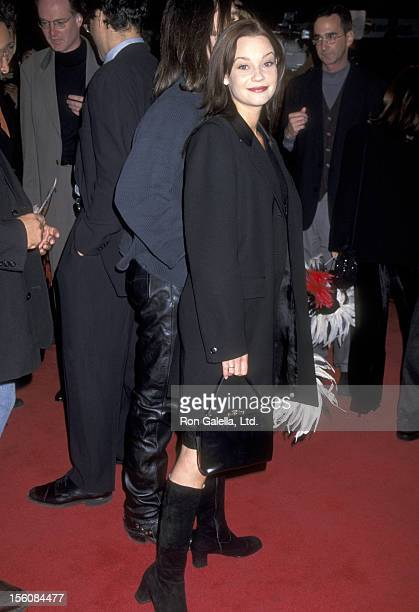 Actress Samantha Mathis attends the 'Romeo Juliet' Hollywood Premiere on October 27 1996 at Mann's Chinese Theatre in Hollywood California