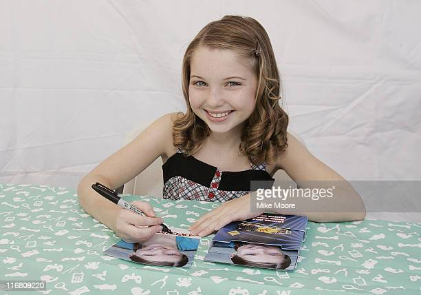Actress Sammi Hanratty signs autograhs for fans at the Arizona State Fair on November 3 2007 in Phoenix Arizona
