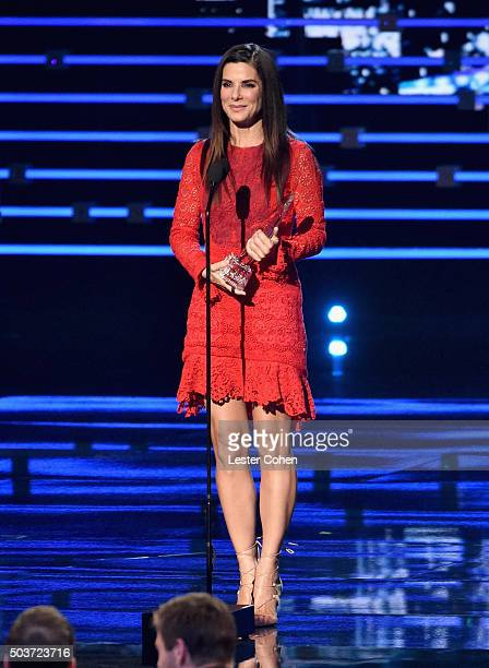 Actress Sandra Bullock accepts the award for Favorite Movie Actress onstage during the People's Choice Awards 2016 at Microsoft Theater on January 6...