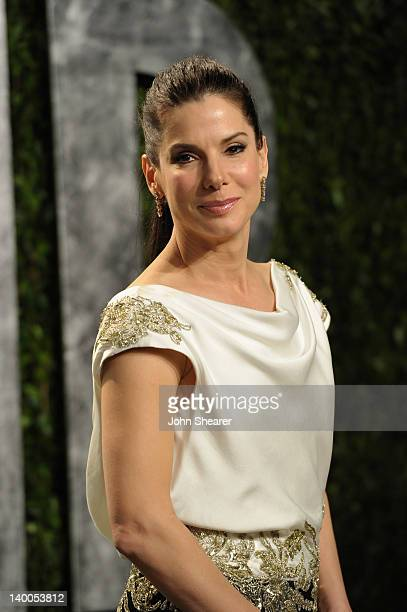 Actress Sandra Bullock arrives at the 2012 Vanity Fair Oscar Party hosted by Graydon Carter at Sunset Tower on February 26, 2012 in West Hollywood,...
