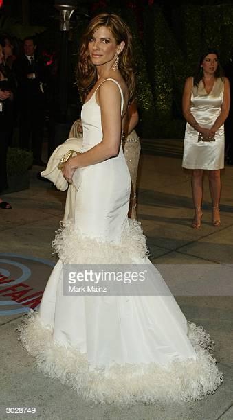 Actress Sandra Bullock attends The 2004 Vanity Fair Oscar Party at Mortons Restaurant, February 29, 2004 in Hollywood, California.