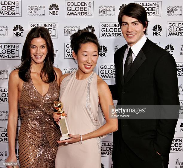 Actress Sandra Oh poses with her award for Best Supporting Actress in a Series MiniSeries or TV Movie with actors Teri Hatcher and Brandon Routh...